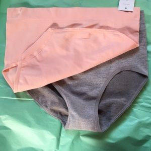 Other - NWT Set of 2 seamless undies